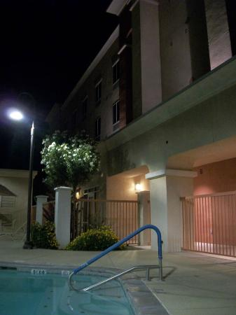 Hampton Inn Suites Phoenix Surprise: Pool & Spa Area - Rear of Hotel