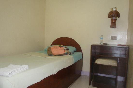 Casa De Tacloban: fan room