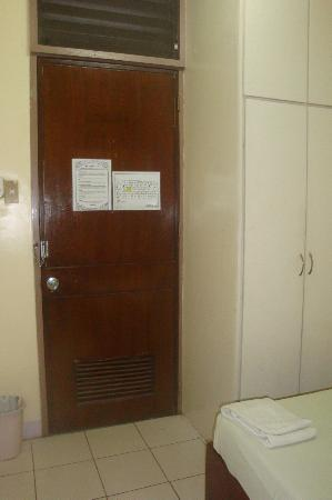 Casa De Tacloban : fan room doorway
