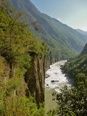 Gongshan County, Chiny: Nujiang just south of tibetan Border