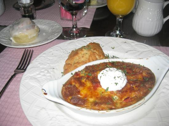 "Canyon Villa Bed and Breakfast Inn of Sedona: ""Lead sinker scone"" and so-so egg casserole"