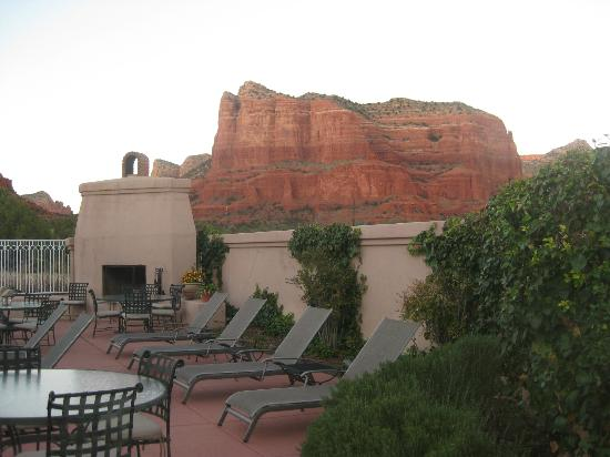 Canyon Villa Bed and Breakfast Inn of Sedona: Outdoor fireplace in pool area, framed by beautiful red buttes