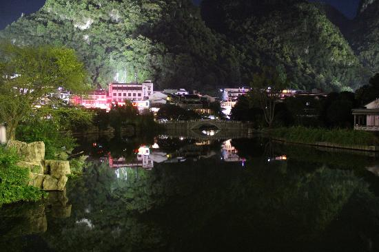 Magnolia Hotel: Yangshuo at night