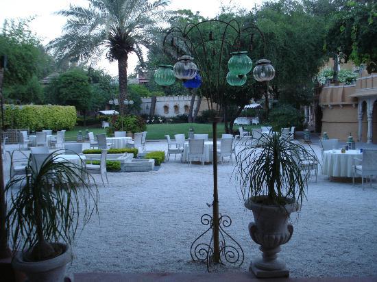 Ajit Bhawan: Garden Restaurant
