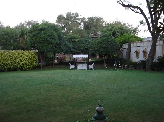 Ajit Bhawan: Garden