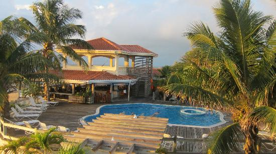 SunBreeze Hotel: Pool and the Viewing area above the Blue Water Grill