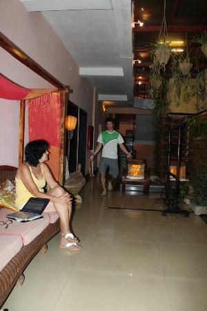 Magnolia Hotel: Upper sitting area 