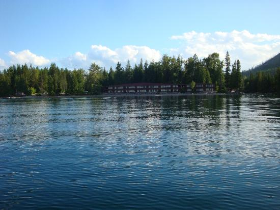 Village Inn At Apgar: View of Motel from Lake McDonald