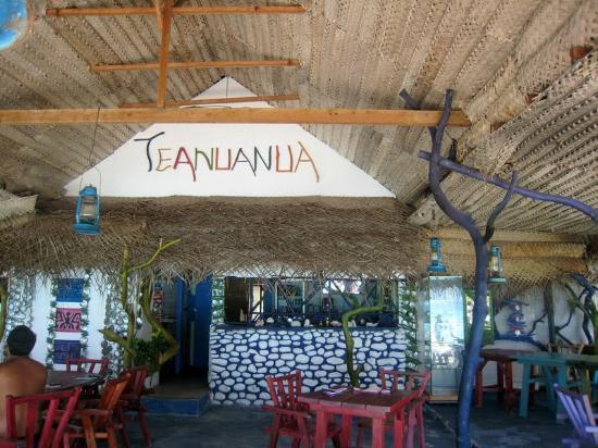 belle déco originale - Picture of Snack Teanuanua, Fakarava ...