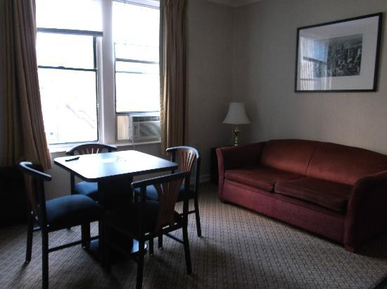 Radio City Apartments: Living room of one bedroom suite