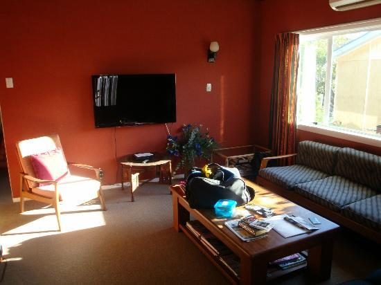 Sandi's Bed & Breakfast: The living room