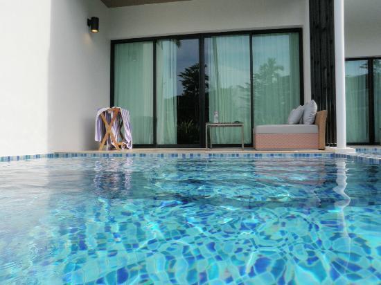 ฮอลิเดย์ อินน์ รีสอร์ท , ภูเก็ต ไม้ขาว: swim out pool
