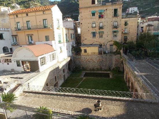 """Hotel Santa Lucia: dalla stanza la vista della favolosa """"villa romana"""" """