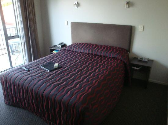 Lake Taupo Motor Inn: The double bed