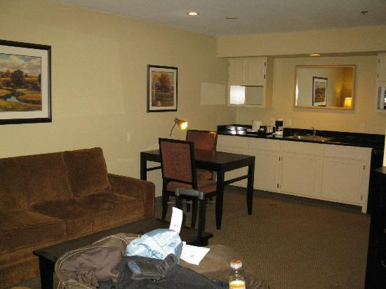 Best Western Plus Meridian Inn & Suites, Anaheim-Orange: Nice to have a table & chairs