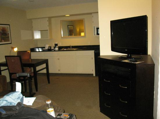 BEST WESTERN Plus Meridian Inn & Suites, Anaheim-Orange: Kitchenette in background and one of the TV's