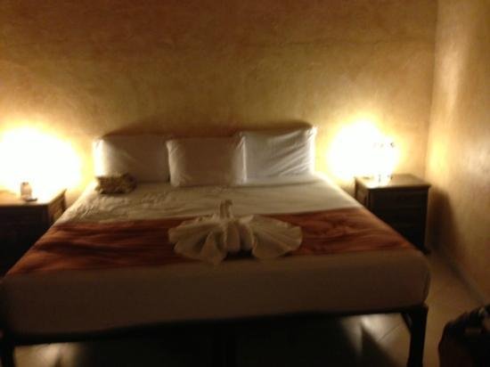 Barrio Latino Hotel : Bed