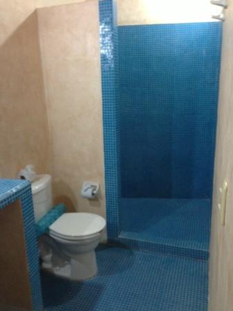 باريو لاتينو هوتل: bathroom