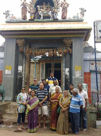 Kolli Hills, Indien: Temple with group