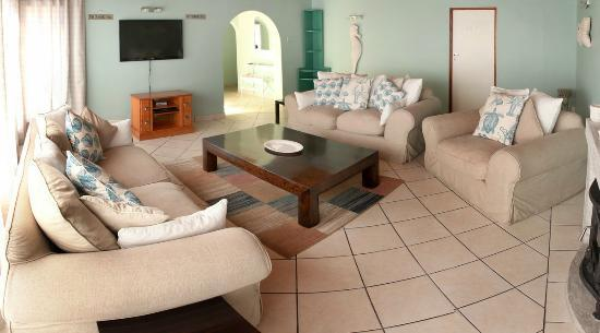 Whale Coast Lodge: Lounge