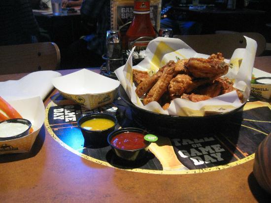 Buffalo Wild Wings: wings!!!!