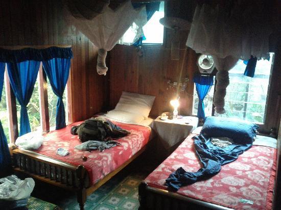 Aquarius Inn: The room
