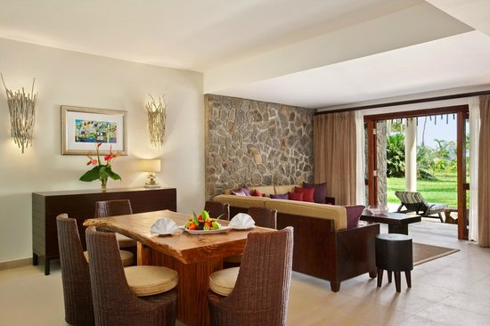 One Bedroom Hill View Suite Living Room Bild Von Kempinski Inspiration Living Room And Bedroom In One
