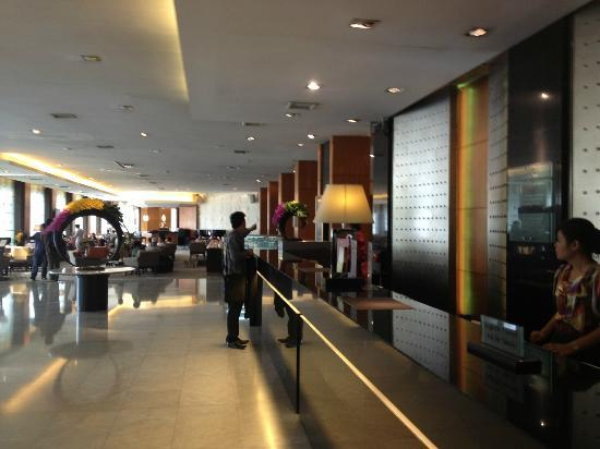 Amari Don Muang Airport Bangkok: the lobby