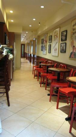 Chelsea Pines Inn: Breakfast/Snack Kitchen
