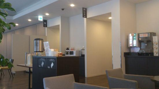 Comfort Hotel Naha Prefectural Office: コーヒーやジュースがあります