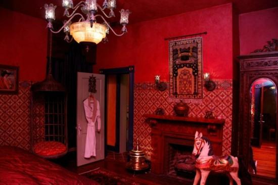 Seven Sisters Inn: Casablanca Suite