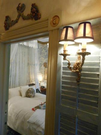 Seven Sisters Inn: Paris Suite