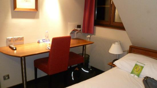 Ibis Styles Colmar Centre: table