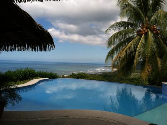 Hotel Vista de Olas: pool view
