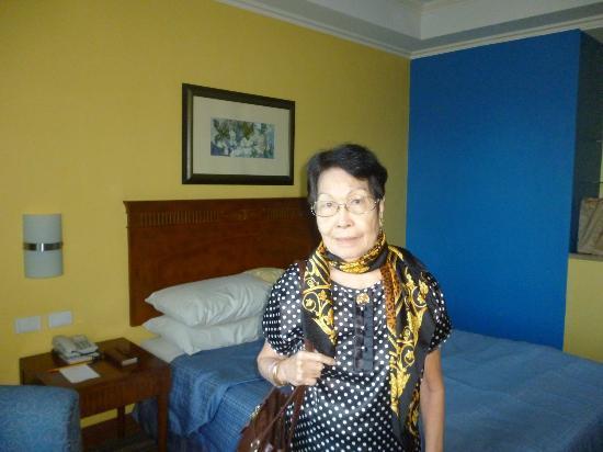 إليزابيث هوتل باجيو: Our hotel room :-) 