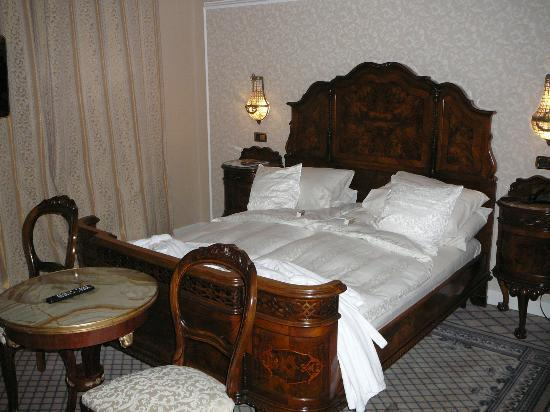 Grand Hotel Continental: Bedroom