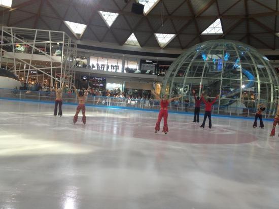 קניון אייס מול אילת: Free Ice Skating show 