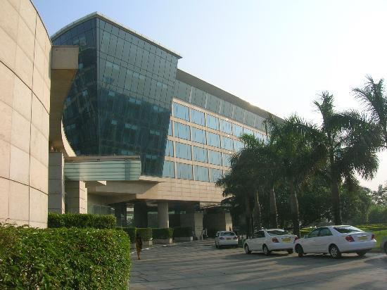 Hyatt Regency Mumbai: STREET VIEW OF HOTEL