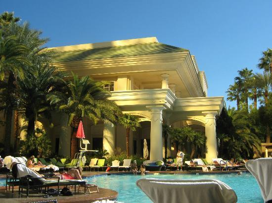 Four Seasons Hotel Las Vegas: The pool area