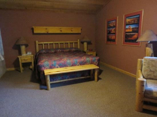 Red Cliffs Lodge: Bedroom (Spa bath is to the left of photo)