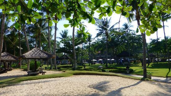 INTERCONTINENTAL Bali Resort: Gartenanlage 