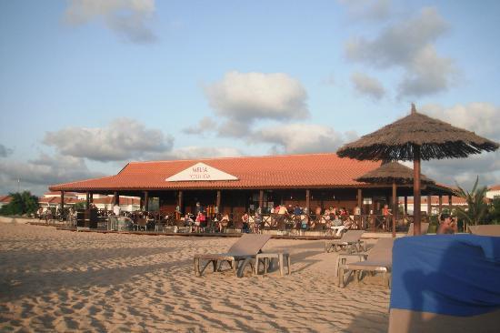 Melia Tortuga Beach Resort y Spa: Beach grill bar