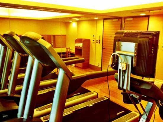 Hotel Niwa Tokyo: Workout room.