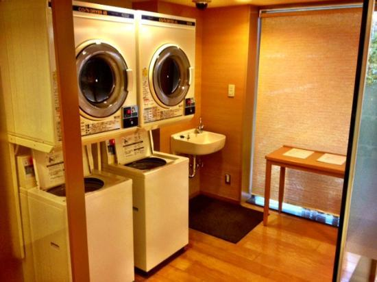 Hotel Niwa Tokyo: Coin-operated washers & dryers.