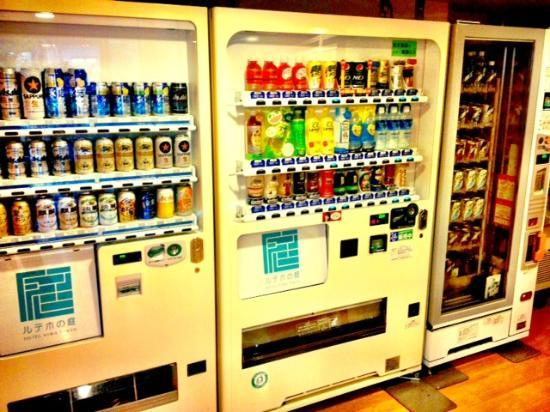 Hotel Niwa Tokyo: Grab a beverage - they even have a beer vending machine.