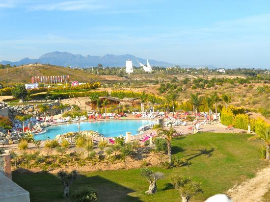 ميليا فيليتانا: Pool area