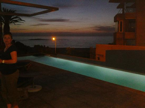 POD Camps Bay: Sundowners at the pool :)