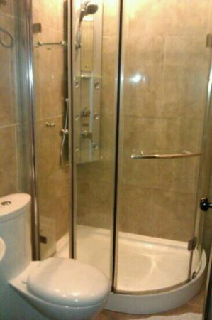 Dreams Hotel: shower