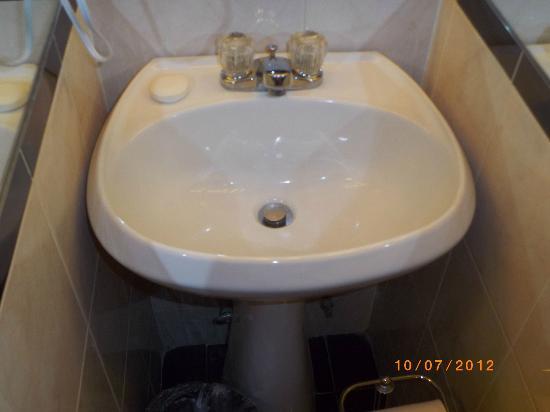 The Milburn Hotel: Hand Basin