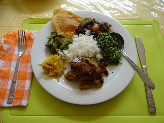 Yummy home-cooked Sri Lankan lunch at Freedom Lodge :-D